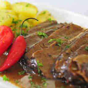 Boi lambeu, petisco de língua de boi com batatas do chef Gustavo Corrêa