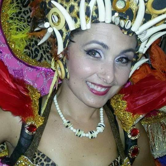 Jornalista Daniela Abreu desfila na Pega no Samba nesta sexta (14). Crédito: Acervo pessoal