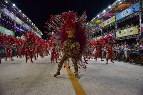 Unidos da Piedade abriu os desfiles de sábado, cuja apresentação foi estimada em R$ 700 mil. Crédito: Rodrigo Gavini