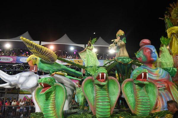 Verde e rosa capixaba, Andaraí exaltou a cachaça em samba-enredo. Crédito: Ricardo Medeiros