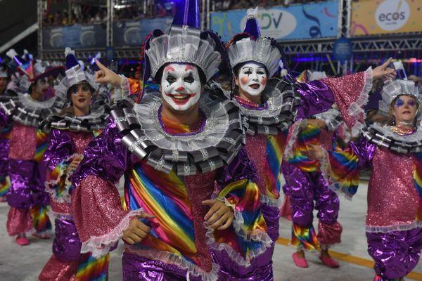 Verde e rosa capixaba, Andaraí exaltou a cachaça, símbolo da cultura brasileira, e conquistou o Carnaval de Vitória. Crédito: Ricardo Medeiros