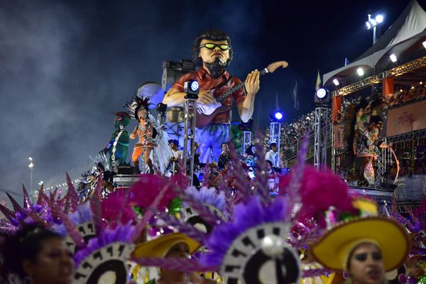 Bateria e samba da Boa Vista conquistaram arquibancadas e camarotes. Crédito: Rodrigo Gavini