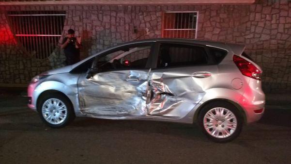 Veículo Fiesta prata envolvido em acidente com carro em que homem foi encontrado morto. Crédito: Tiago Felix