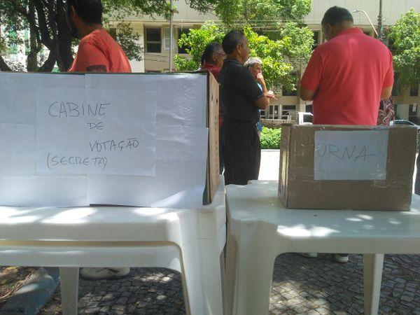 Urnas utilizadas em votação na Praça Getúlio Vargas, em Vitória, para escolher comando do MDB no ES . Crédito: Vitor Vogas