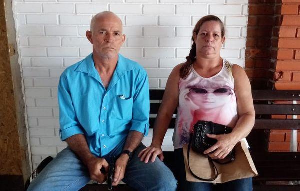 Rogério e Valdinéia, pais de Karine, estão preocupados e dormindo mal há dias. Crédito: Acervo Pessoal