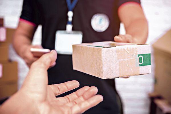 Restaurantes veem em delivery forma de continuar funcionando. Crédito: PORNSAWAN