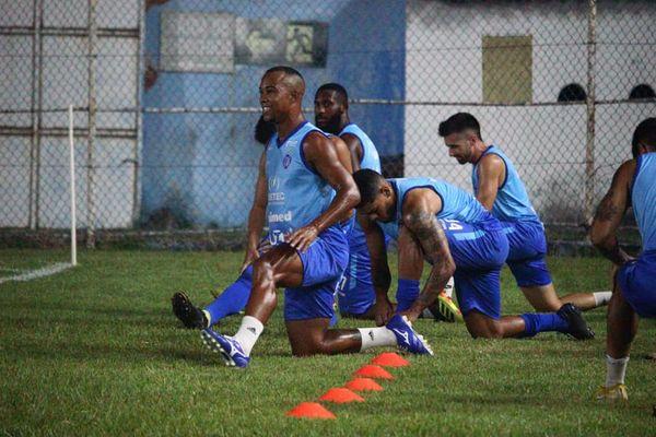 Elenco do Vitória treinou na noite desta segunda-feira (17) no Salvador Costa. Crédito: Vitor Nicchio/Vitória FC