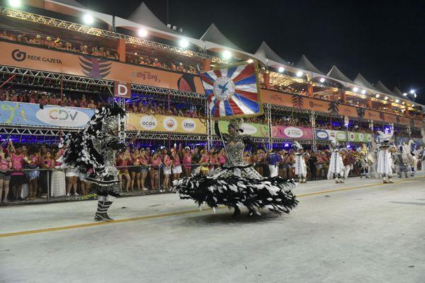 Mestre-sala e porta bandeira da Boa Vista desfilam no Sambão. Crédito: Vitor Jubini