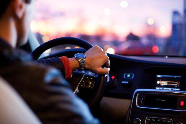 Motorista que for pegar a estrada no Carnaval deve estar atento às condições das rodovias. Crédito: Pixabay