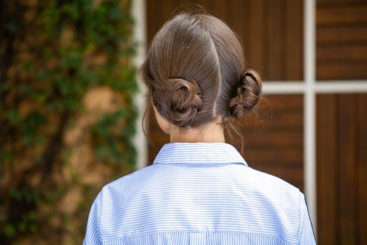 Os famosos 'space buns' são a tendência que acompanha as geminianas. Crédito: Reprodução All Things Hair
