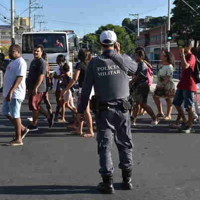 Data: 20/02/2020 - ES - Vitória - Manifestação contra as mortes de jovens negros na periferia. Eles saíram do bairro da Penha e seguiram até a Chefatura de Polícia Civil, na Reta da Penha - Editoria: Cidades - Foto: Fernando Madeira - GZ