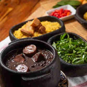 Feijoada da rotisseria Casa Roti, em Jardim Camburi