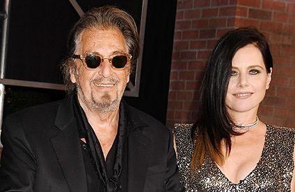 Al Pacino e a ex-namorada, Meital Dohan. Crédito: Reprodução/Instagram @stoppapressarna