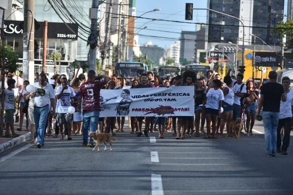 Manifestação nesta quinta-feira (20) é contra a violência nas periferias de Vitória. Crédito: Fernando Madeira