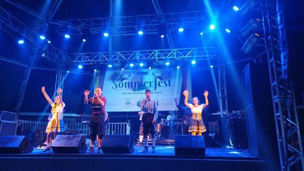 Banda Up Pomerisch canta versões de músicas de sucesso em pomerano . Crédito: Acervo pessoal