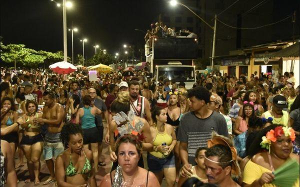 Bloco Ratazanas agita foliões em Jacaraípe, na Serra. Crédito: Fernando Madeira