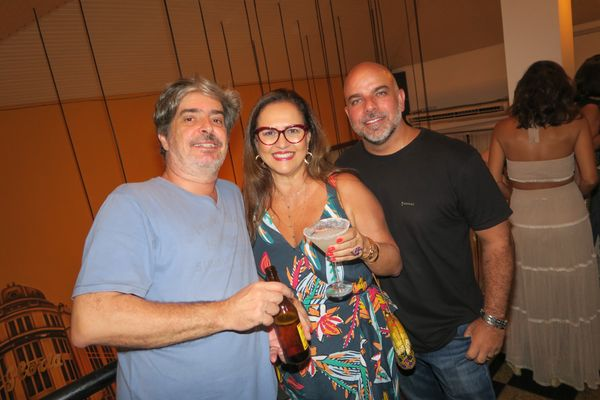 Ricardo Penedo, Leticia Assad e Francisco Quitiba: um brinde à vida!. Crédito: Mônica Zorzanelli