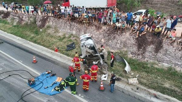 Imagens aéreas mostram local de acidente que matou Cabo Porto e família no ES. Crédito: Corpo de Bombeiros de Linhares