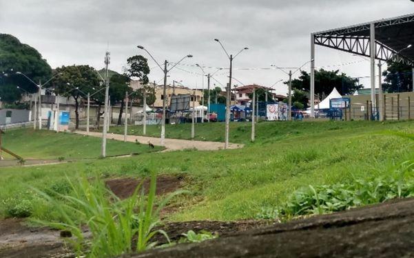 Praça da Ilha das Flores, onde aconteceu o Bloco do Boi. Evento começou ainda na noite do sábado (22). Crédito: Reprodução | Redes Sociais