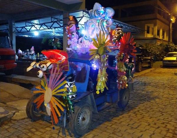 Carros alegóricos são destaque do carnaval em Alfredo Chaves, na Região Serrana do ES. Crédito: Telespectador da TV Gazeta