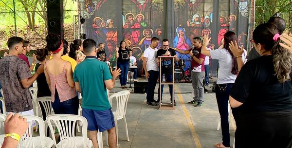 Grupos trocam folia do carnaval por oração em retiros religiosos em Colatina. Crédito: TV Gazeta Noroeste/ Reprodução