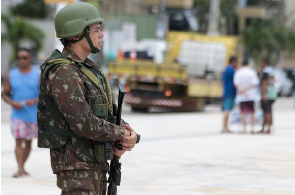 Homens da Força Nacional de Segurança patrulham ruas de Fortaleza