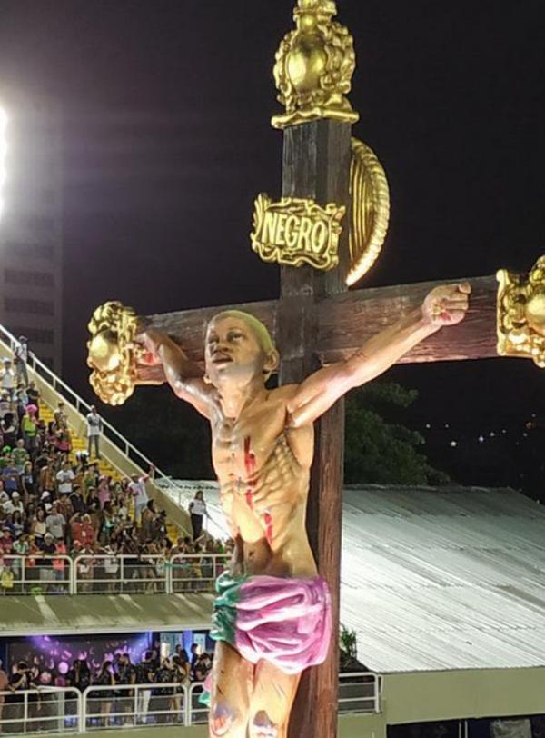 Mangueira faz crítica velada a Bolsonaro ao falar de 'messias de arma na mão'. Crédito: Twitter