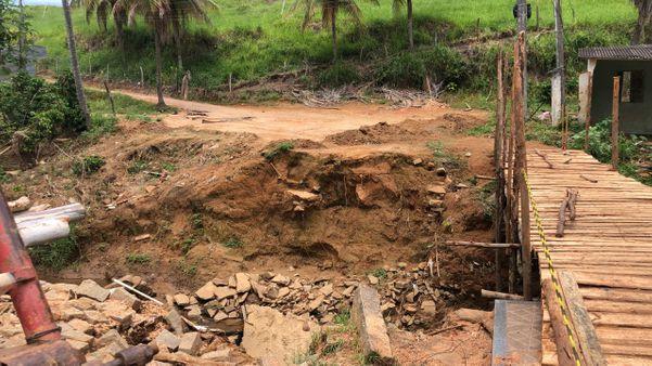 Ponte em Iconha onde dois trabalhadores morreram eletrocutado durante a obra. Eles encontraram uma barra de ferro na fiação de alta-tensão. Crédito: TV Gazeta Sul