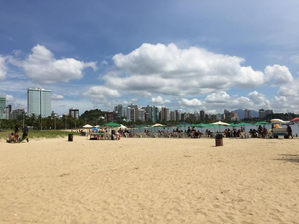 Sol voltou a aparecer em Vitória nesta terça-feira (25).. Crédito: Daniel Pasti