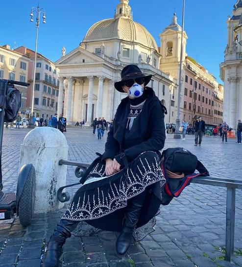 Adriane Galisteu posta foto de máscara na Itália e internautas se preocupam: 'Não traga o vírus'. Crédito: Reprodução Instagram