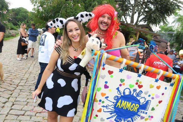 Carnaval no Quadrado de São Paulinho: Carol Dadalto e Alexandre Pedroni. Crédito: Mônica Zorzanelli