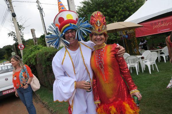 Carnaval no Quadrado de São Paulinho: Marcos Spessimile e Bianca Luppi. Crédito: Mônica Zorzanelli