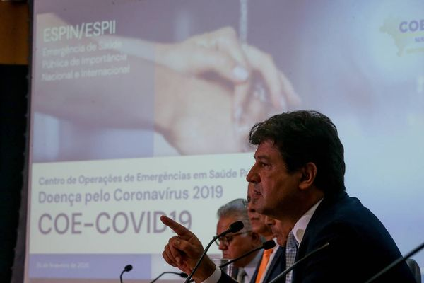 Luiz Henrique Mandetta alerta que riscos à saúde com a automedicação são grandes. Crédito:  Pedro Ladeira/Folhapress