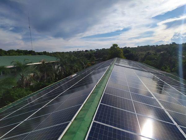 Cerca de 500 igrejas e templos da Maranata, no Brasil, são abastecidos com a energia gerada a partir de placas fotovoltaicas. Crédito: Divulgação