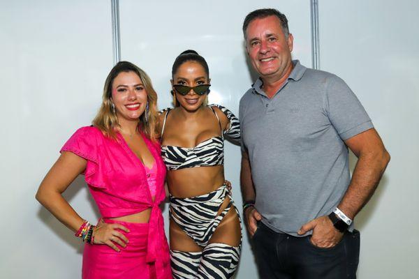 Marina Rezende, Anitta e Luciano Rezende. Crédito: Leo Gurgel