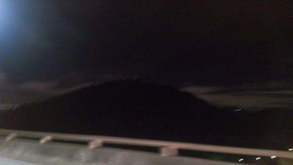 O Convento da Penha ficou sem a iluminação externa na noite desta sexta-feira. Crédito: Ouvinte|CBN Vitória