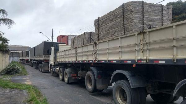 Transporte de rochas ornamentais: fiscalização mais abrangente para evitar irregularidades nas estradas capixabas. Crédito: Fernando Estevão/TV Gazeta