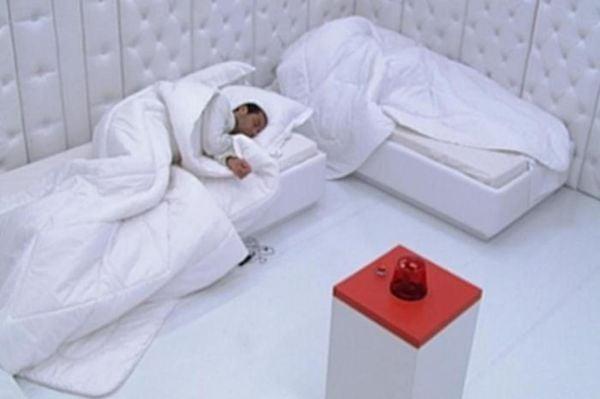 O quarto branco já foi usado em edições anteriores do Big Brother Brasil, como na edição 9. Crédito: Reprodução