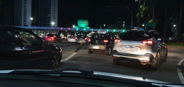 Trânsito bloqueado na Terceira Ponte. Crédito: Patrícia Vallim