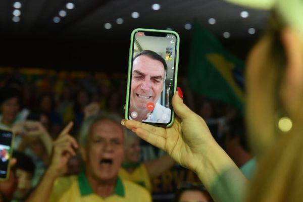 Apoiadores de Bolsonaro em evento em Vitória: presidente disse, em discurso, que manifestação não tem caráter antidemocrático. Crédito: Fernando Madeira