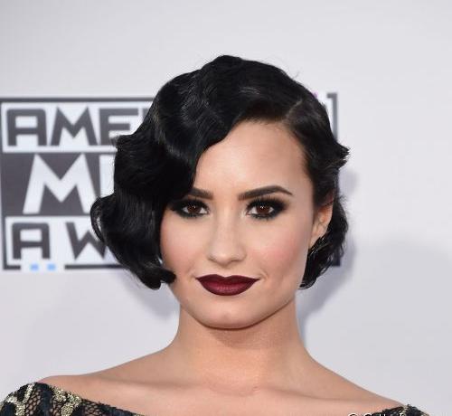 Demi Lovato já aderiu ao estilo que faz toda a diferença na make. Crédito: Getty Images