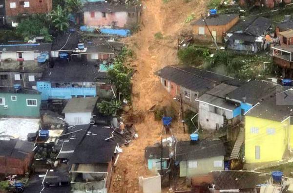 O Guarujá (86 km de SP) foi a cidade mais afetada pelos estragos, com o registro de 29 mortes. . Crédito: Divulgação | Prefeitura do Guarujá