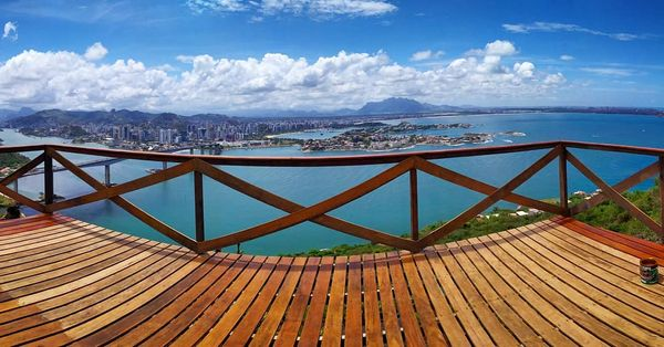 Morro do Moreno, reduto de aventureiros em Vila Velha. Crédito: Reprodução/ instagram @eco_vertical