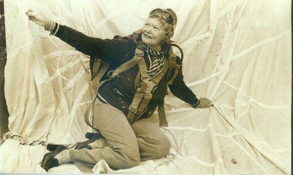 A capixaba Rosa Schorling foi a primeira mulher a saltar de paraquedas no Brasil, em 1940. Crédito: Reprodução Arquivo Pessoal/Gildo Loyola