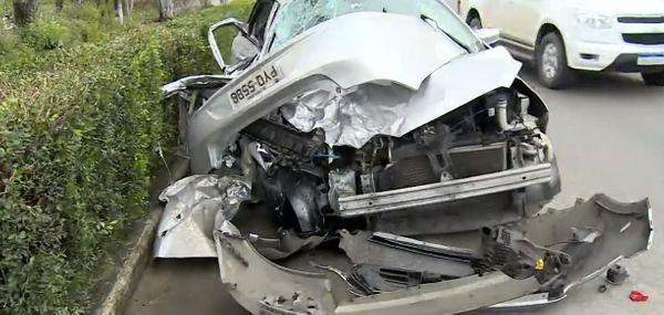 Carro conduzido por Wilker no momento do acidente. Crédito: Reprodução/TV Gazeta