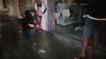 Agente da guarda confere material que foi furtado em loja de peças íntimas em Vila Velha. Crédito: Divulgação/ Guarda Municipal de Vila Velha