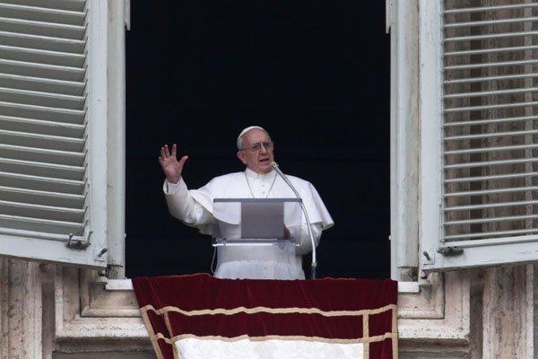 Aos domingos o papa Francisco celebra s oração do Ângelus para milhares de pessoas na Praça São Pedro. Crédito:  MICHAEL SOHN/ASSOCIATED PRESS/ESTADÃO CONTEÚDO