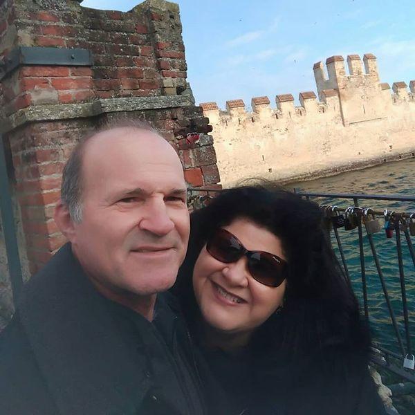 Jovana Mazioli Saccani, capixaba que mora na Itália, ao lado do marido. Crédito: Reprodução/Facebook