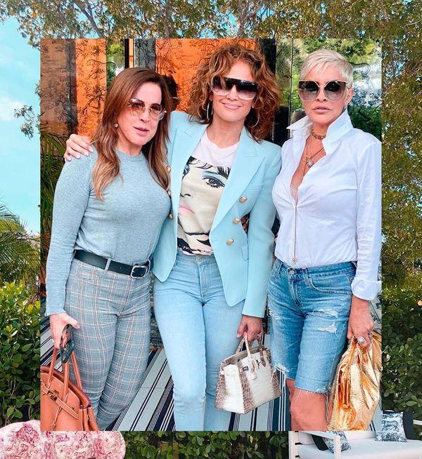 A socialite Zilu Camargo, a atriz Jennifer Lopez e a artista Beth Susu: inauguração do Café Dior, em Miami. Crédito: Reprodução/Instagram @zilucamargooficial