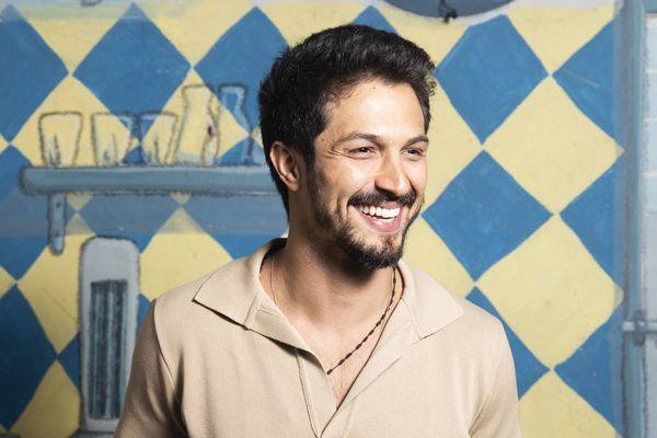 O ator Romulo Estrela estará no elenco de
